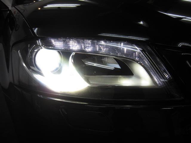 バイキセノンヘッドライトを装備。夜間でも安心の明るさです。便利なヘッドライトウォッシャーも装備しております。