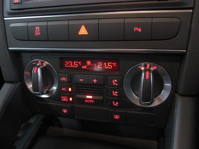 使いやすいインパネには便利なオートエアコン等を装備しております。
