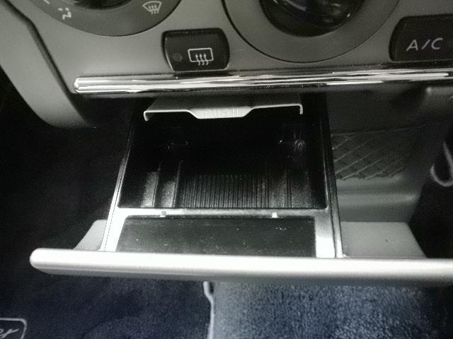 禁煙車では無い様ですが、灰皿は綺麗です。