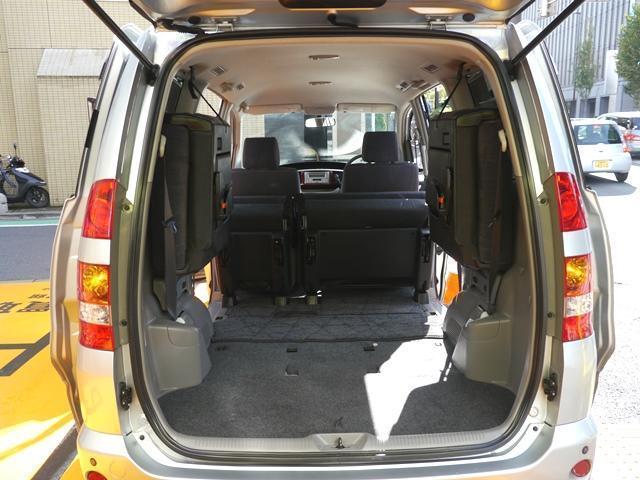 車内、肘掛やシートの端に多少スレございますが年式の割にとてもキレイな状態です☆禁煙で匂いもなく、快適にお使い頂ける状態です☆