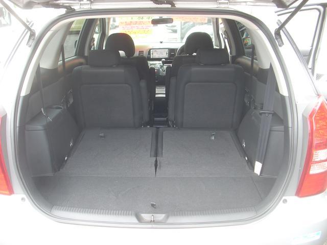サードシートを畳めばフラットな広~いスペースが出来ます!