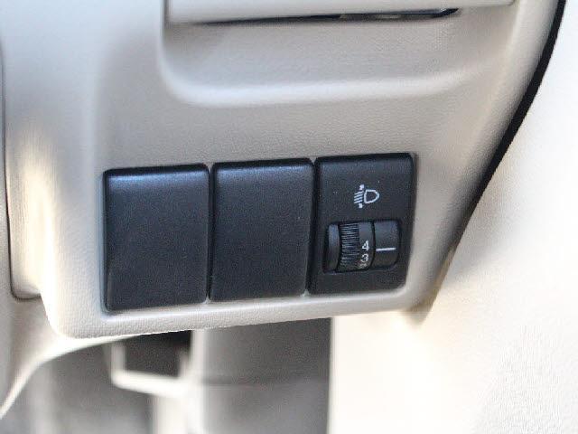ライトレべライザー装着車。光軸を少しだけ調節できる設計です。あると無しでは大違いです。