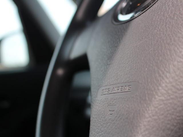 運転席・助手席ともにエアバックが装着されております。