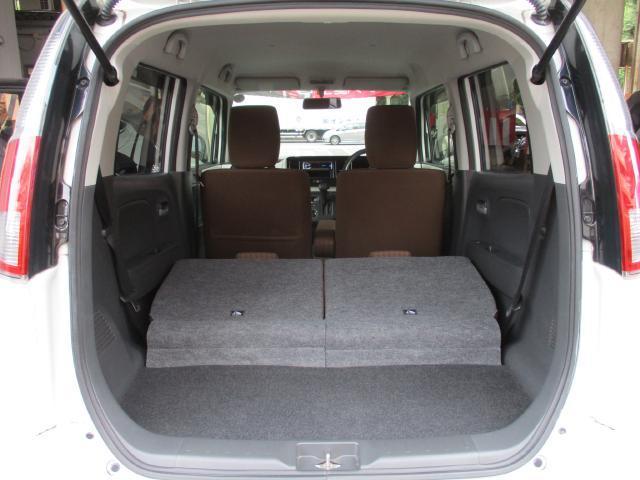 リヤシートを両側、可倒すると広いラゲッジスペースになります