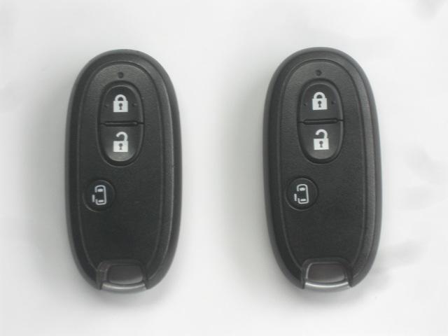 インテリジェントキー:キーを身につけておけば、リクエストスイッチを押すだけで、ドアのロック、アンロックが、行なえます。キーをいちいち取り出す必要がない為便利です。