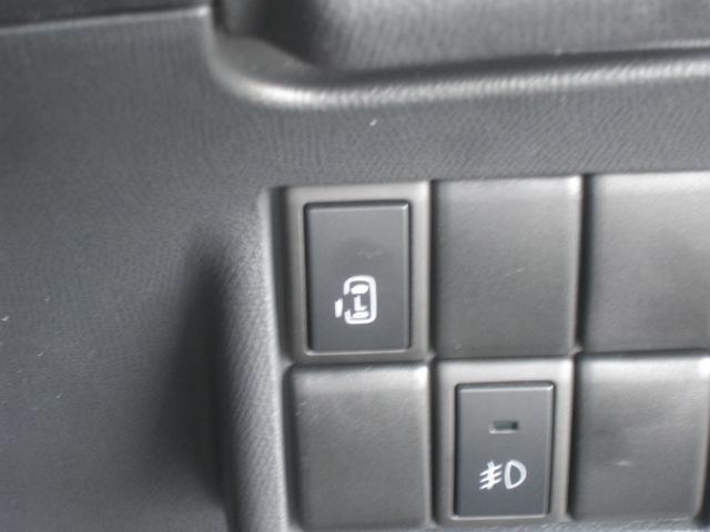 左側オートスライドドア:運転席スイッチで左側のスライドドアが開け閉め出来る便利なシステムです。