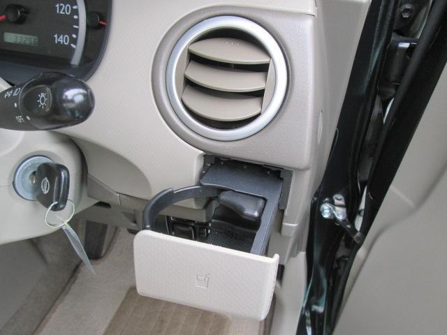 運転席の方用のドリンクホルダーです、ココならば保温効果も出来ます