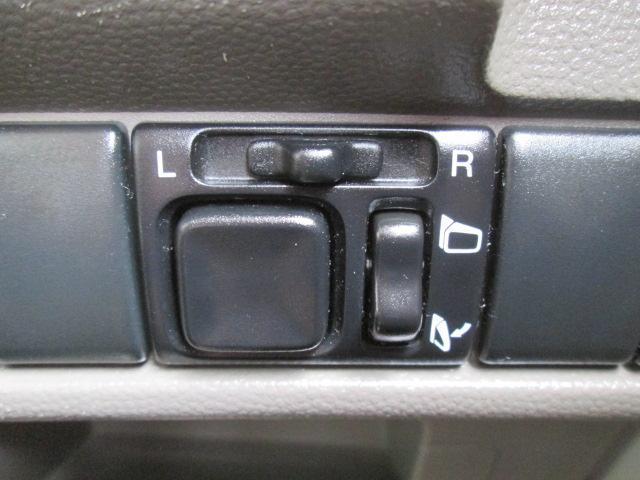 駐車場他で便利なリモコンドアリラー、電動格納も付いて大変便利です