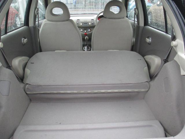 リヤシートを倒すとご覧のとおり大きなお荷物にも十分に対応出来ます♪