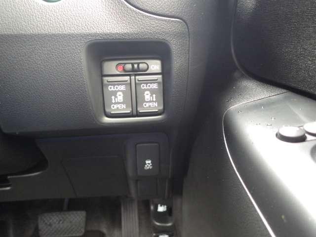 両側電動スライドドアを装備!ボタン一つで開閉出来るのがとっても便利です!