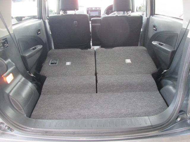 【居住性】後席シートの背もたれは、前倒し可能です♪ カンタン操作で、広々ラゲージ(荷物)スペースが出現♪これで、大きい荷物がある時でも、へっちゃらですヨv(^_^)v