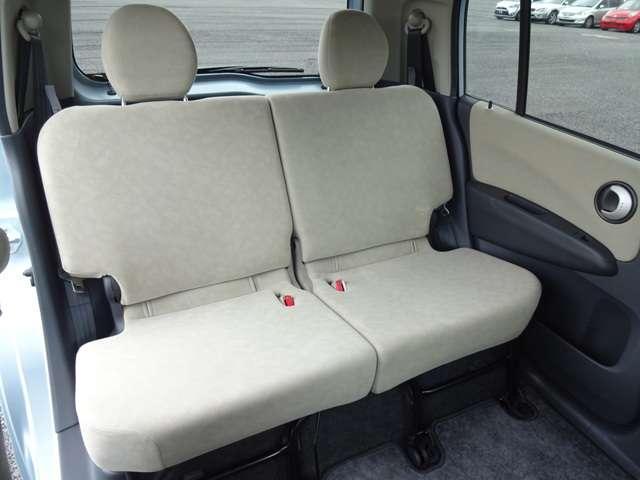 リヤシートは、シートの座面を考慮し、ゆとりある着座姿勢を保てるようにシートバックの角度を適度に調節できるリクライニングシートにしています。長距離にも十分適してます。