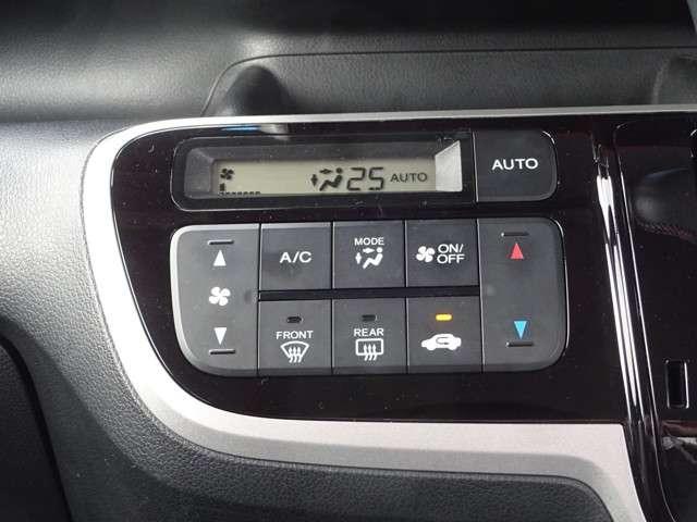 エアコンはオートエアコンでお好みの温度調整が出来、オールシーズン快適にドライブできます!楽しさ倍増ですよ♪リア席はプライバシーガラスで夏も涼しく過ごせます!