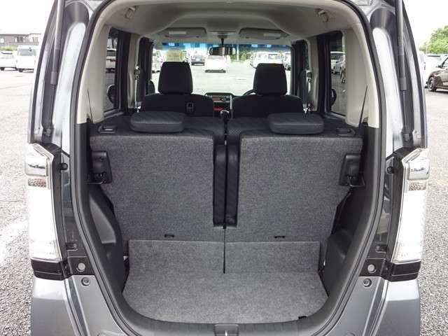 フル乗車でもしっかり荷物を収納出来るラゲッジスペースです。普段の買い物でしたらシッカリ積める日常十分な荷室スペースを確保しています。