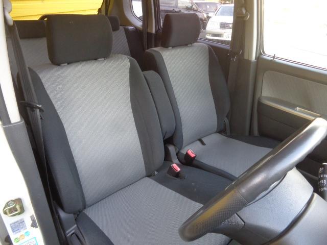 ベンチシートで、運転席、助手席共に広々!カップルの距離も近づく・・・☆★