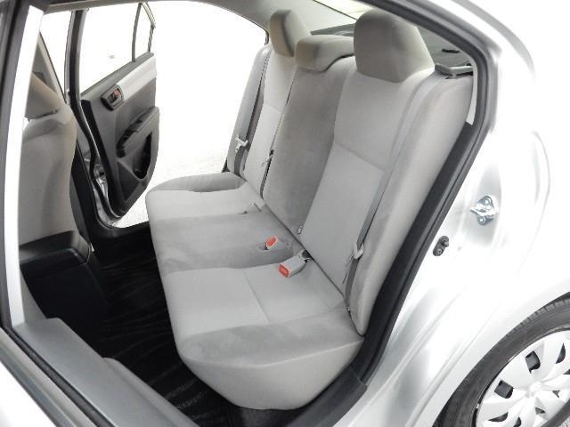 トヨタ カローラアクシオ 1.3X CDチューナーを装備した1300cc 4ドアセダン
