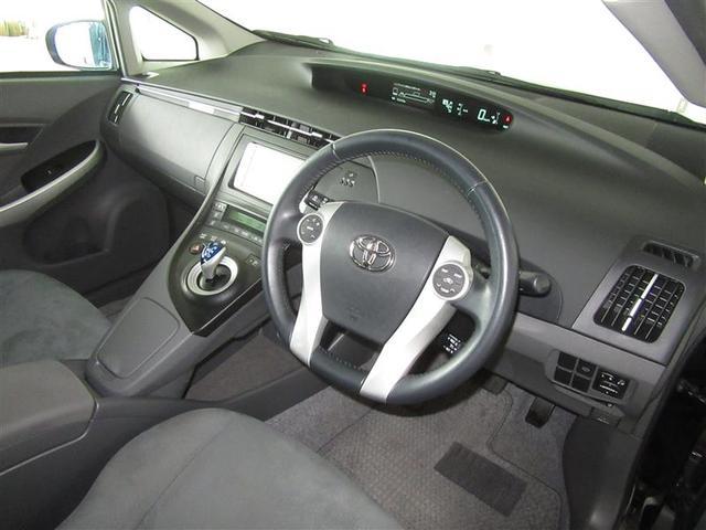 運転席画像」です。「シンプルな運転席」で、視認性が良いので、運転がしやすいですよ。スイッチ類も使い易く、且つ見やすい位置に配置されているのが嬉しいですよね。是非ご来店いただき、座ってみてください。