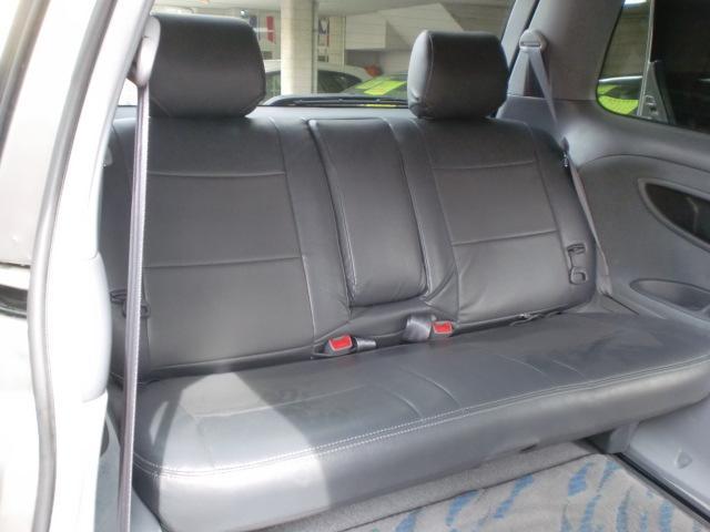 ★サードシートまでレザー調のシートカバーが装着されてます★