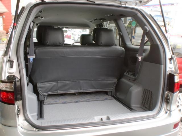 ★サードシートを前方にスライドすれば荷室を広く作れます★