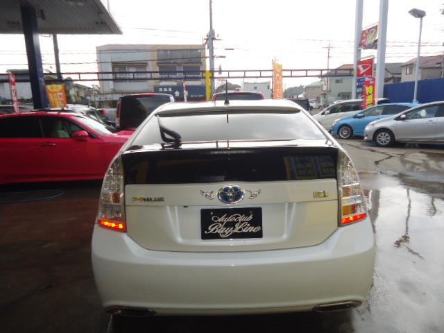 純正プライバシーガラス装着車です。エアコンの効き向上、内装の色やけ防止などに重宝いたします。