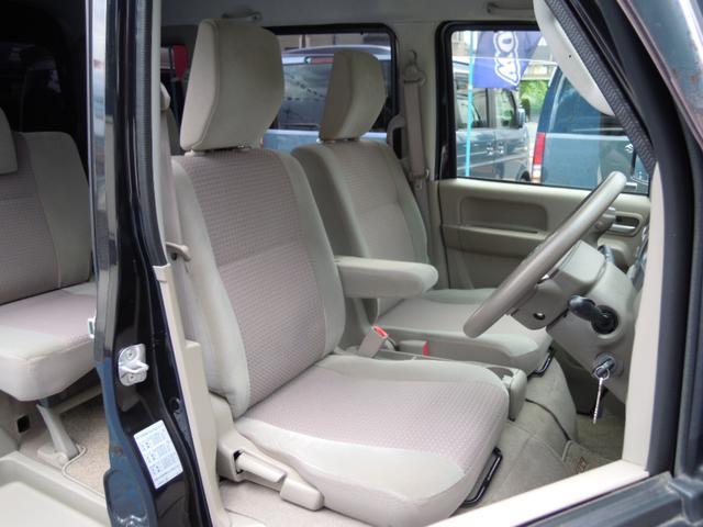 内装とても綺麗で、乗り心地・運転し易さ抜群です♪軽BOXの運転席は見晴らしも良いので、快適なドライブが楽しめます!