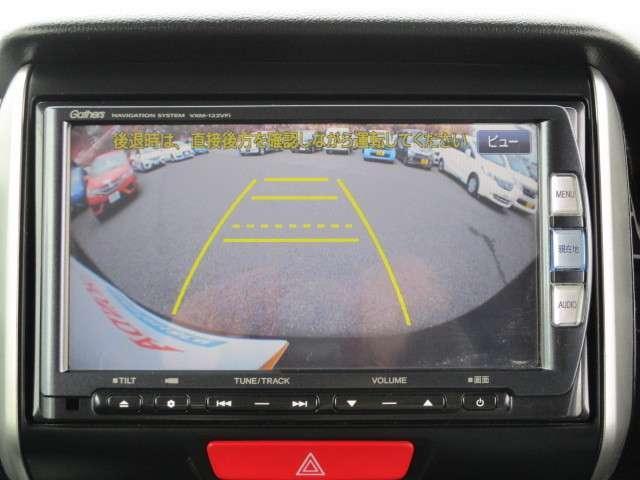 ギヤをRに入れるとナビの画面に後ろの映像が映るリヤカメラ付!後退時の安全確認やコンディションの悪い視界でもカラーバックモニターがドライバーをサポート☆☆☆