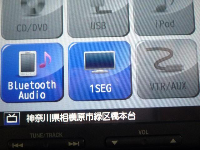 「ワンセグTV」を視聴することが可能です。でも、走行中には視聴できないので、車両停車時にお楽しみください。別途「フルセグチューナー」のお取付も可能です詳細は、スタッフにお問い合わせください。