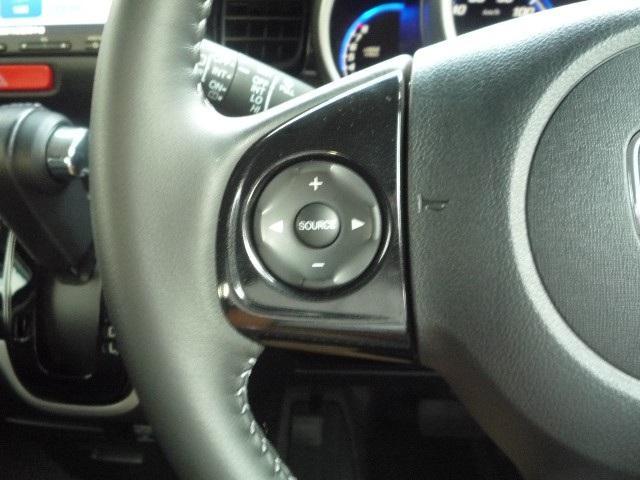 ハンドル周りです。運転している間、長く触れているものだから手に馴染むハンドルがいいですよね。 握ると欲しくなっちゃいますよ。