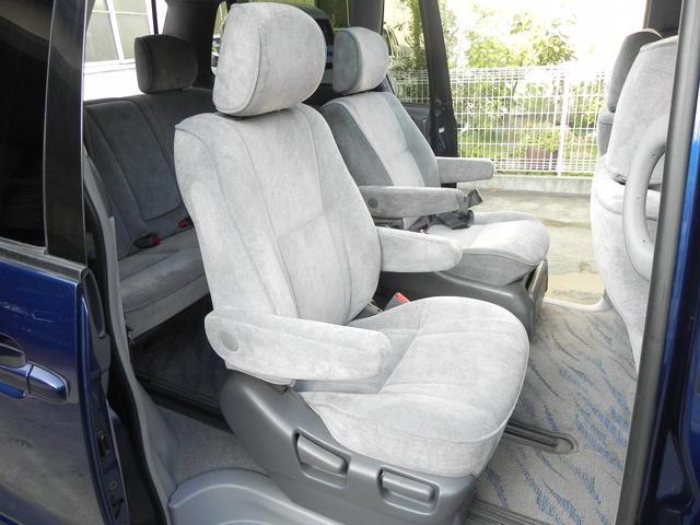 セカンドシートはキャプテンシートですので、ゆったりとくつろいでお座り頂け、サードシートへの移動も楽です!フリーダイヤル0066−9700−8018 迄遠方のお客様もお気軽にお問い合わせください!