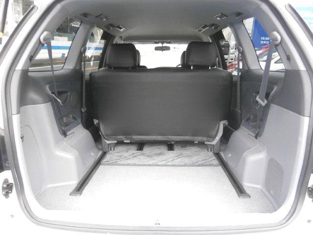 サードシートを折り畳みスライドすれば、これだけの大容量ラゲッジを確保!この容量なら、いざという時の大荷物はもちろん、レジャーや仕事にもお使い頂けます!室内容量の大きさがワゴン車の魅力です!