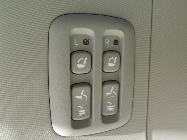 サードシート電動格納式でシート展開も簡単