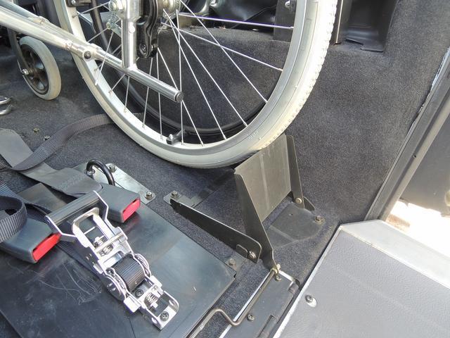 後退防止ストッパーもございます。~車いす装着例となります~