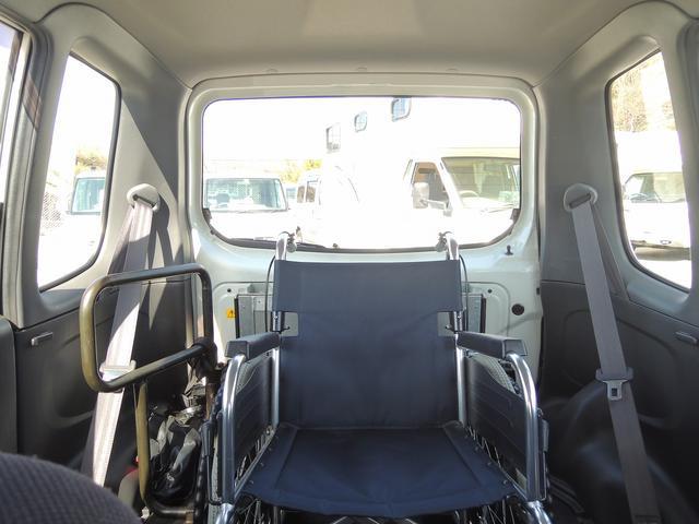 車高も十分にございますので背の高い方でもラクラクご乗車いただけます。~車いす装着例となります~
