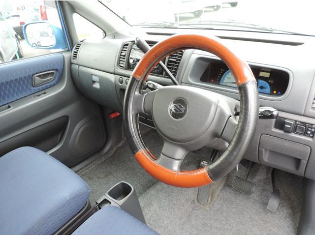 当社の整備は、車検を取得する為の検査ではなく、ワンランク上の法定整備となります。国の認証工場にて行うディーラー基準のしっかりとした整備内容です。安全・安心・快適にお乗り頂けることをご提案致します。