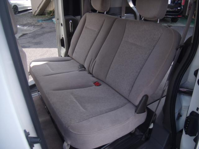 後部座席も目立つ汚れも無く、綺麗で清潔に仕上がっております!前オーナー様が丁寧に乗られていた証拠です!