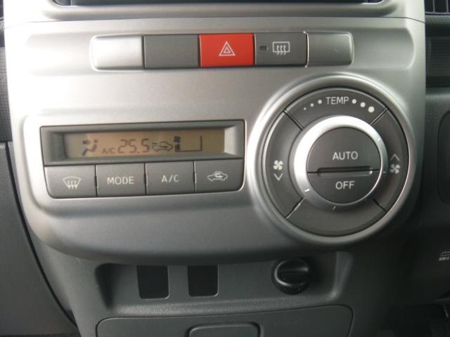 オートエアコンで簡単温度設定。