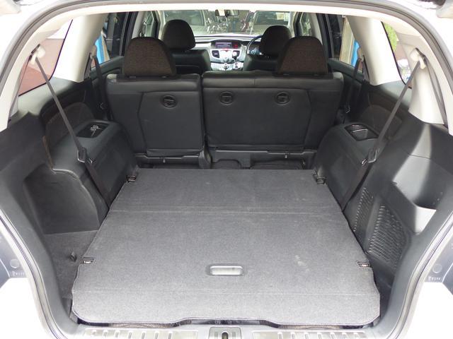 サードシートは綺麗に床下格納できます。