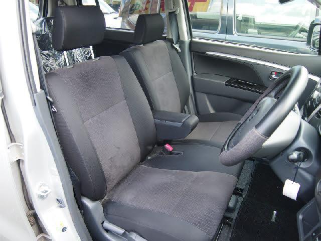 『ベンチシート』前席も広く使って頂けます!!室内空間も広いので快適ですよ♪お気軽にご来店下さい!!
