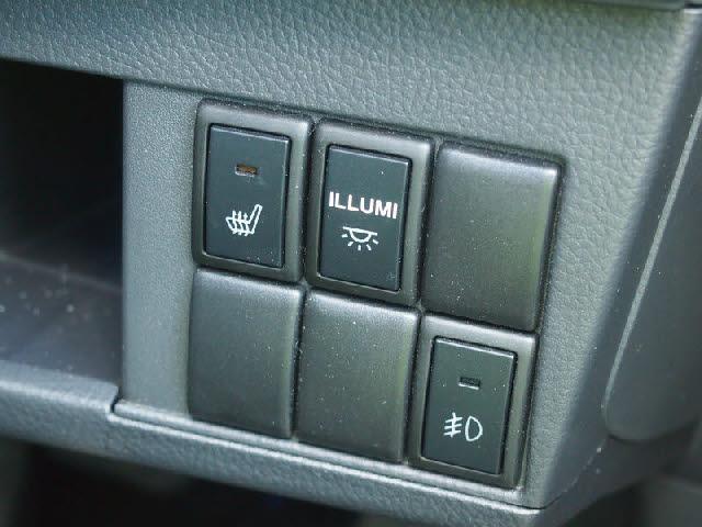 シンプル☆!!使いやすい☆!!運転席から手に届く範囲に装備があるのでストレスなく操作して頂けます!!女性にも扱いやすい車ですよ!!
