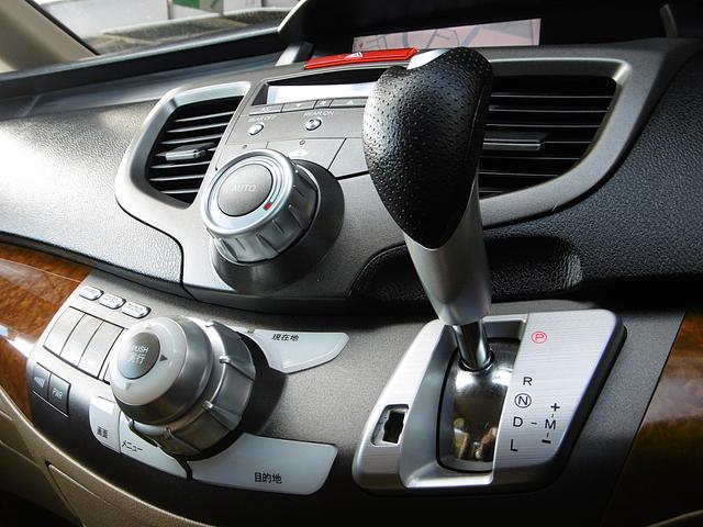 スポーツタイプのお車ですので、MTモードでお好みのエンジン回転数を使って走る事も可能です。