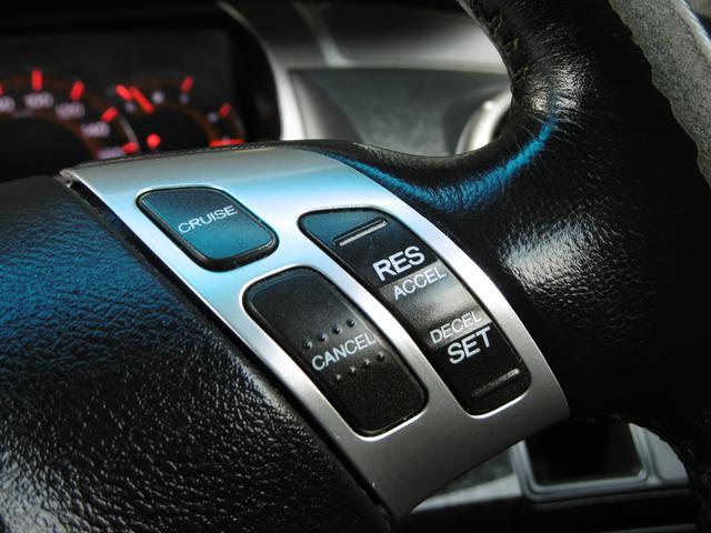 設定した速度を自動で持続したまま走行できるクルーズコントロール機能を装備しております!高速運転や長距離ドライブなどには便利な機能でございます。