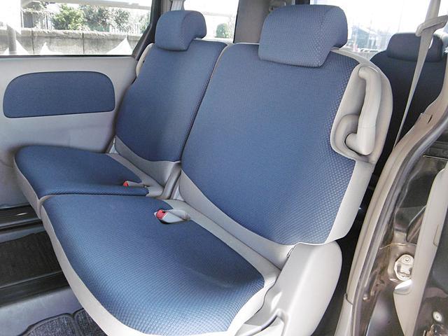 後部座席も窮屈さはなく快適にお乗り頂けます。