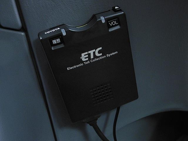 【ETC車載器】高速道路の料金所をスムーズに通行できるだけでなく、時間帯によっては割引も適用されるので遠出が多いお客様には大変お得な装備となります♪