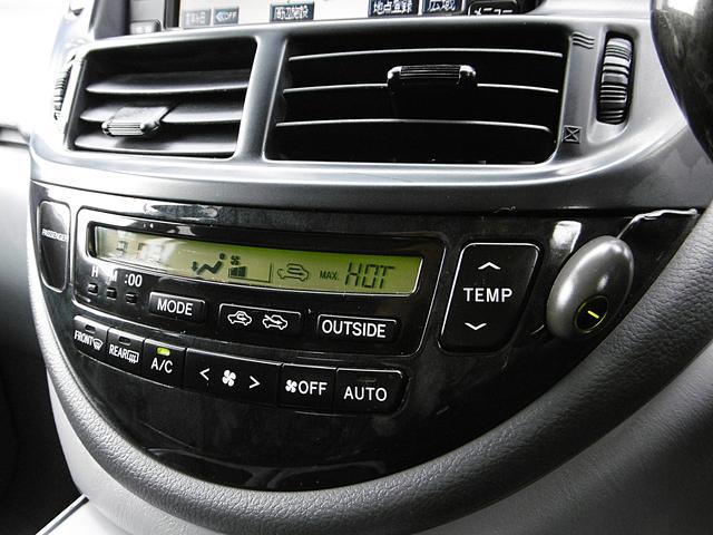 【オートエアコン装備車】車内室温を設定すると、風量や吹出し口、吹出し温度を室温センサーや日射センサー等によりすべて自動でコントロールしてくれる優れものです。室内は常に快適な空間となります♪