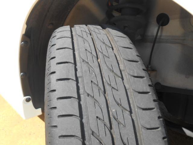 タイヤの溝もたっぷり残っています!タイヤ溝はお車の制動距離にも関係があり、溝が残っていれば安全性も高まります!