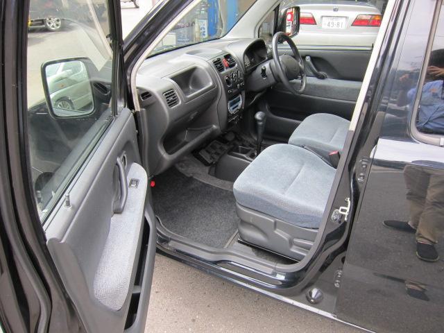 内装は大変きれいなお車です。嫌な臭いなど一切ありません。