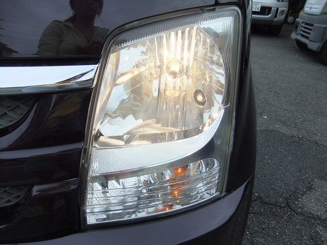 左ヘッドライトです♪こちらも右同様目立つくすみ傷も無く綺麗です☆