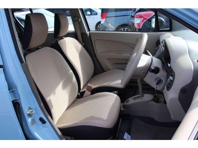 【前席】充分な広さを確保した、快適な前席!特に足元の広さをおわかり頂けますか?