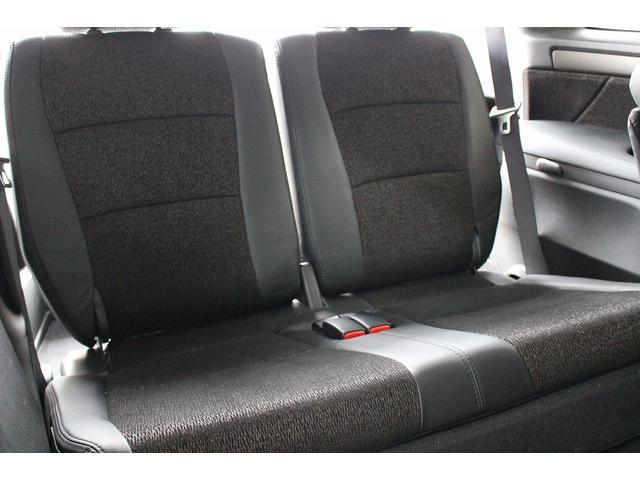 サードシートまでこの広さです。