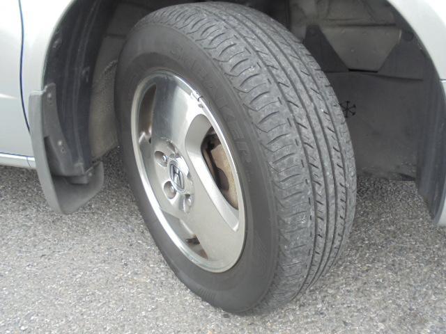 純正15インチアルミホイール!タイヤサイズ195/65R15です。